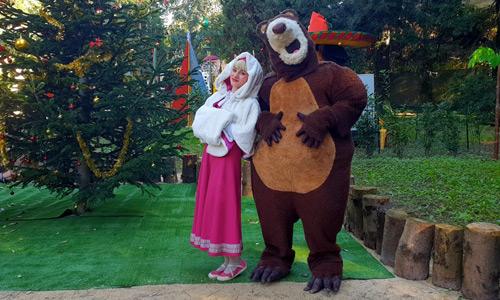 fate-l-albero-con-masha-e-orso